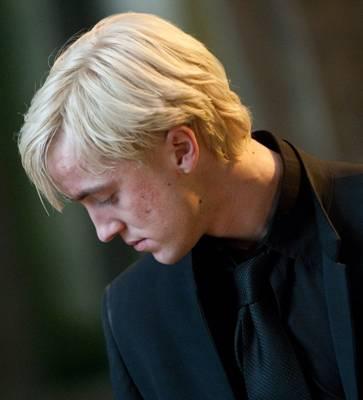 http://images5.fanpop.com/image/photos/28000000/Draco-Malfoy-draco-malfoy-28098210-2100-1400.jpg