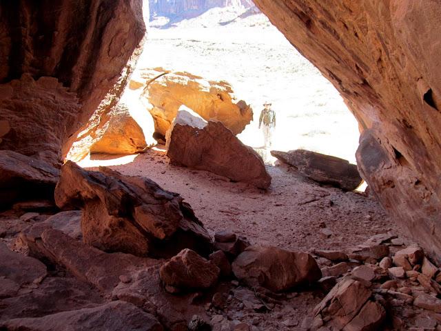 Large boulder shelter