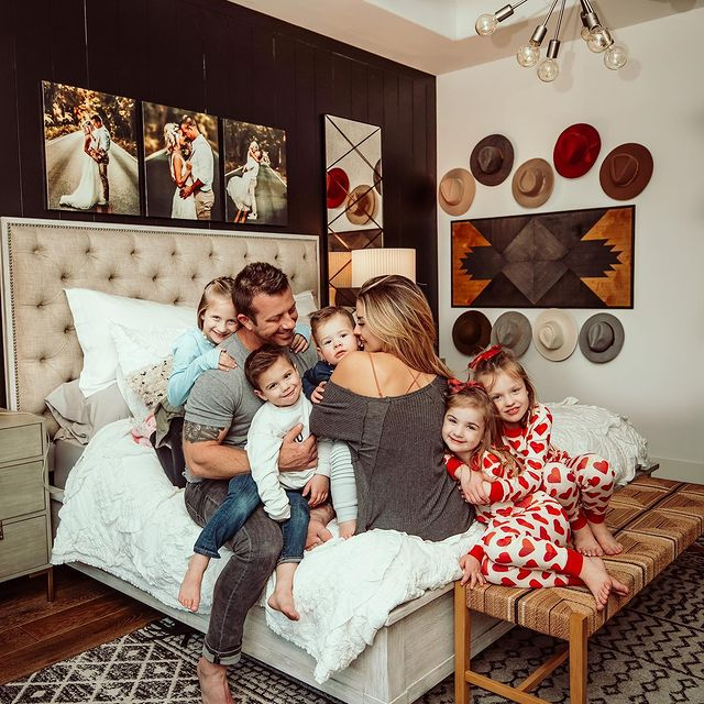 Photo shared by amber on January 12, 2021 tagging @nationsphotolab, @serenaandlily, @lightsdotcom, @bfaithphotographydfw, @boutiquerugs, and @other.furniture. Image may contain: 5 people, indoor.