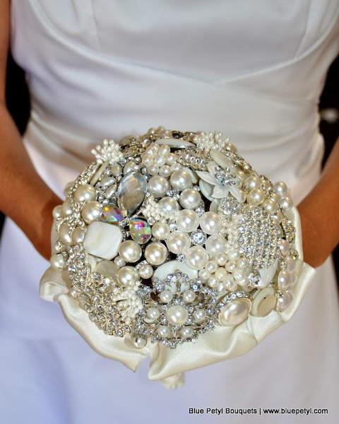 Photo: Pearl Brooch Bouquet www.bluepetyl.com