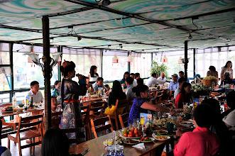 Photo: Ulan Bator : le restaurant où nous mangeons reçoit les invités d'un mariage. Ambiance karaoké, et conviviale.