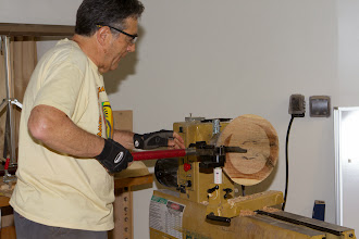 Photo: He sets the cutting point of the coring system in the center.  He checks this with the mark left by the tailstock.