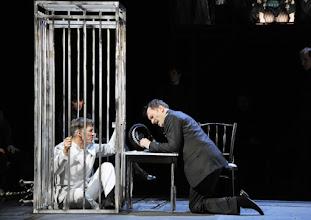 Photo: WIEN/ Theater an der Wien: DIE DREIGROSCHENOPER. Premiere am 13.1.2016. Inszenierung: Keith Warner. Tobias Moretti, Markus Butter. Copyright: Barbara Zeininger
