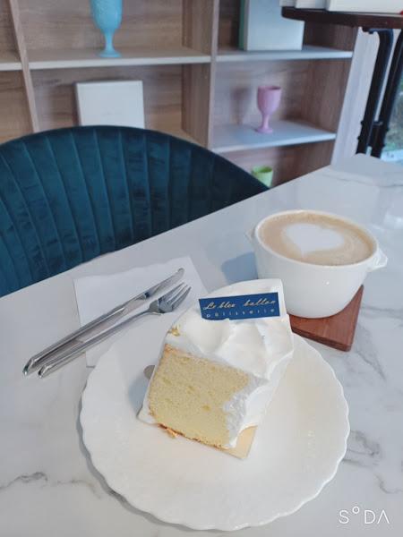氣氛非常棒,服務很好,很喜歡情侶,闺蜜或者一個人的時候~ 蛋糕和飲料超級棒,沒想到附近有這麼棒的餐廳