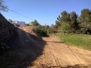 Photo: landweggetje naar het dorp