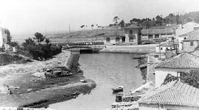 Photo: Ribeira dos peiraos na época moderna, con novas obras. No dique novo fíxose tamén a casa que hoxe é do Gremio dos Mareantes.