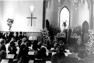 Photo: Culto no interior da Igreja da Confissão Luterana. Foto sem data