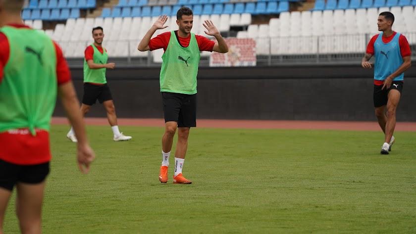 Juan Villar en el entrenamiento rojiblanco.