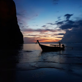 Sunset in Thailand by Kilian Hanratty - Instagram & Mobile Android ( sunset, thailand, peace, silhouette, holiday )