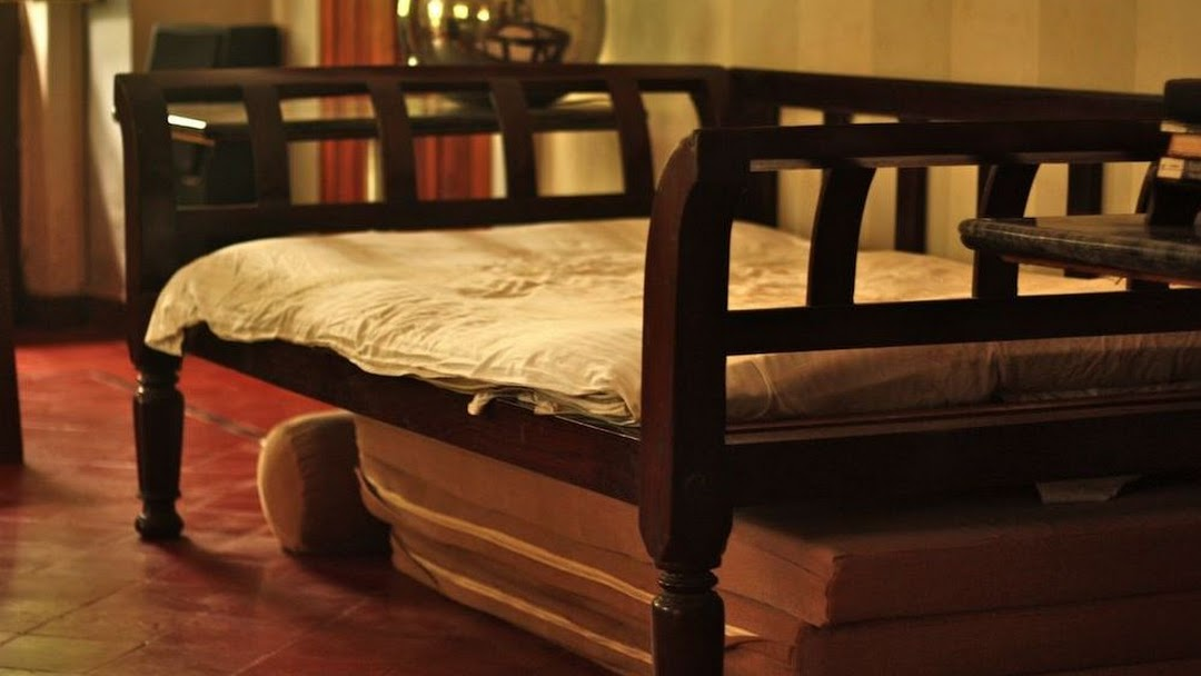 Header image for the site - Vintage Woods - Furniture Store In Puducherry