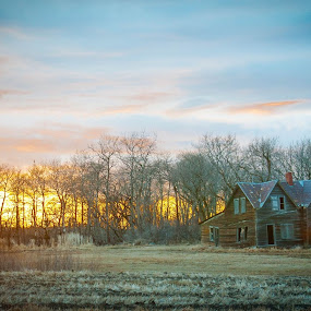 Decay by Garnie Ross - Buildings & Architecture Decaying & Abandoned