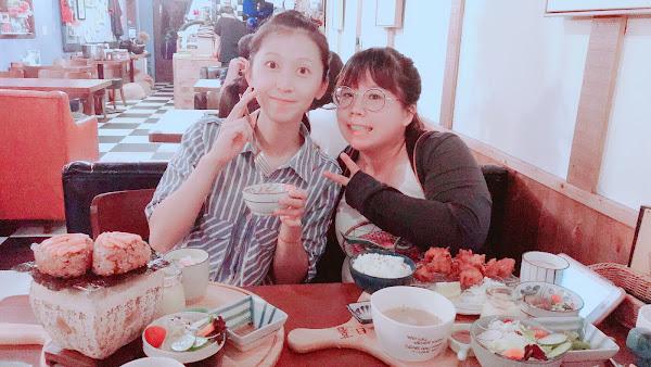 二訪 雖然位子不多 颱風天還是要訂位吃到他 餐點豐富又好吃 又很適合拍照 CP值高高的😋😋😋