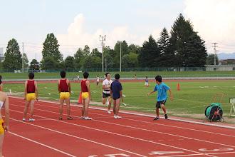 Photo: 第三走者(?)、この時点では現役チームがOBチームに先行していましたが、ゴール直前でまさかの転倒トラブル。見事OBチームが勝利しました。笑 (写真は私が第四走者だったため撮れずです、すみません。