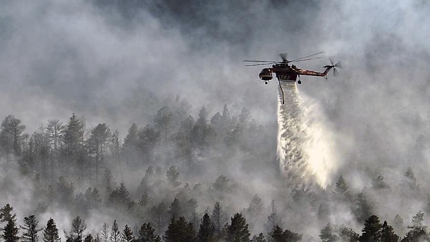 La labor de los medios aéreos se dificulta en los grandes incendios