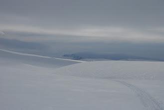 Kuva: Toisen päivän hiihto osuus alussa, ollaan siirrytty norjanpuolelle. Terbmiksen pahta näkyy tulosuunnassa