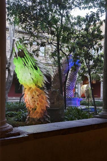 Corona quemará en San Juan la serpiente efímera que tres arquitectos crearon para el patio renacentista del CCCC