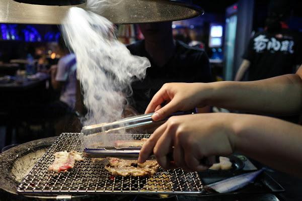 西門町新開幕燒烤吃到飽-夯肉殿-炭火燒肉吃到飽,498元起,讓你大口吃肉不必花大錢