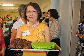 Photo: Banh bo nuong (chi Bao Anh) et banh da lon
