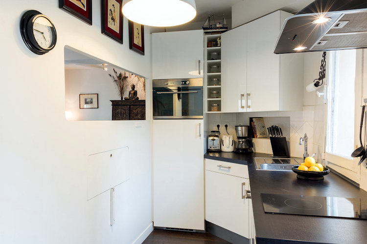 Fully equipped kitchen at Jacquere Apartment