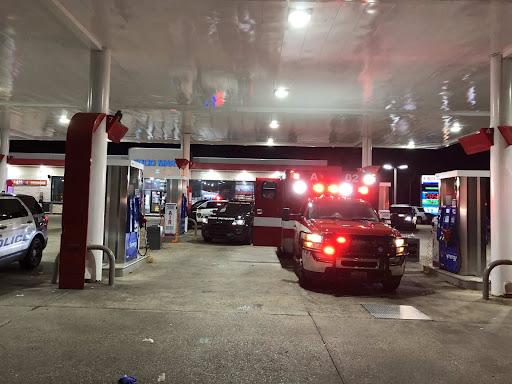 Man steals Houston ambulance at gunpoint with patient, EMT still inside