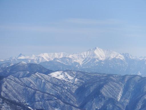 笠ヶ岳(右)と槍ヶ岳(左)など