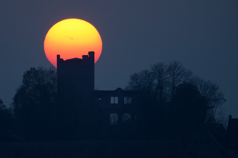 Photo: Sunspot Castle  Each day can have a beautiful ending as the Sun sets below the western horizon. This week, the setting Sun added naked-eye sunspots to its finale, as enormous active regions rotated across the dimmed, reddened solar disc. Near the Sun's center in this closing telephoto view from November 7th are sunspots in Active Region 1339. Responsible for a powerful X-class flare on November 3rd, Active Region 1339 is larger than Jupiter. In the foreground, the ruined tower of a medieval castle stands in dramatic silhouette. Located in Igersheim, Germany and traditionally known as castle Neuhaus, it might be named Sunspot Castle for this well-composed scene.