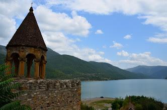 Photo: Malowniczo położony nad sztucznym jeziorem przy Gruzińskiej Drodze Wojennej
