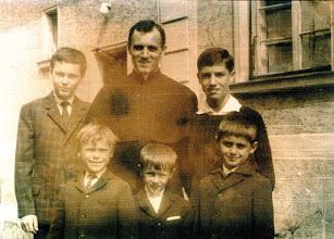Photo: 1965 Dr. Balpataki Béla a minisztránsokkal
