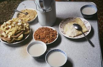 Photo: 03290 ハドブルグ家/食事/乳製品盛り合わせ/ウルム/茶/羊肉/アルヒ/アイラグ
