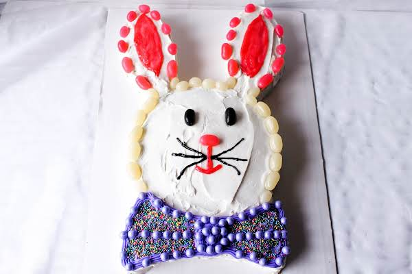 Super Simple Candy Bunny Cake