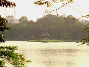Photo: #007-La tour de la Tortue au milieu du lac Hoan Kiem à Hanoi