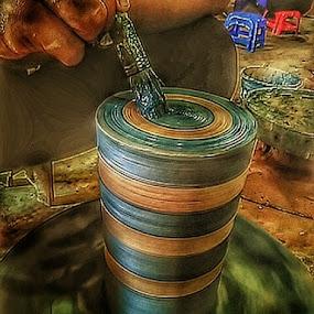 Proses Pewarnaan Keramik  by Sjamsul Rizal - Artistic Objects Education Objects