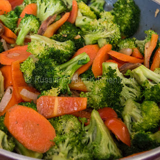Sautéed Broccoli With Carrots, Bell Pepper, and Italian Sausage