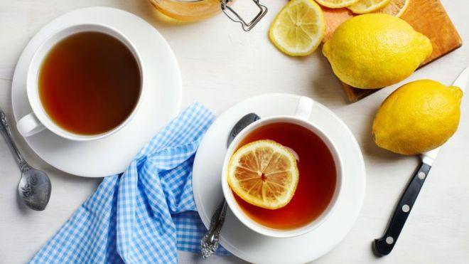Горячие напитки в жаркую погоду заставят ваше тело больше потеть