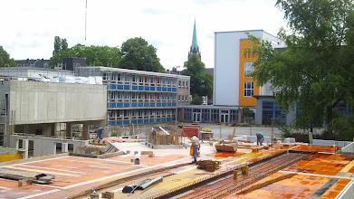Photo: Fokus auf die Marienkirche; rechts das ,Postgebäude' des Fichte-Gymnasiums.