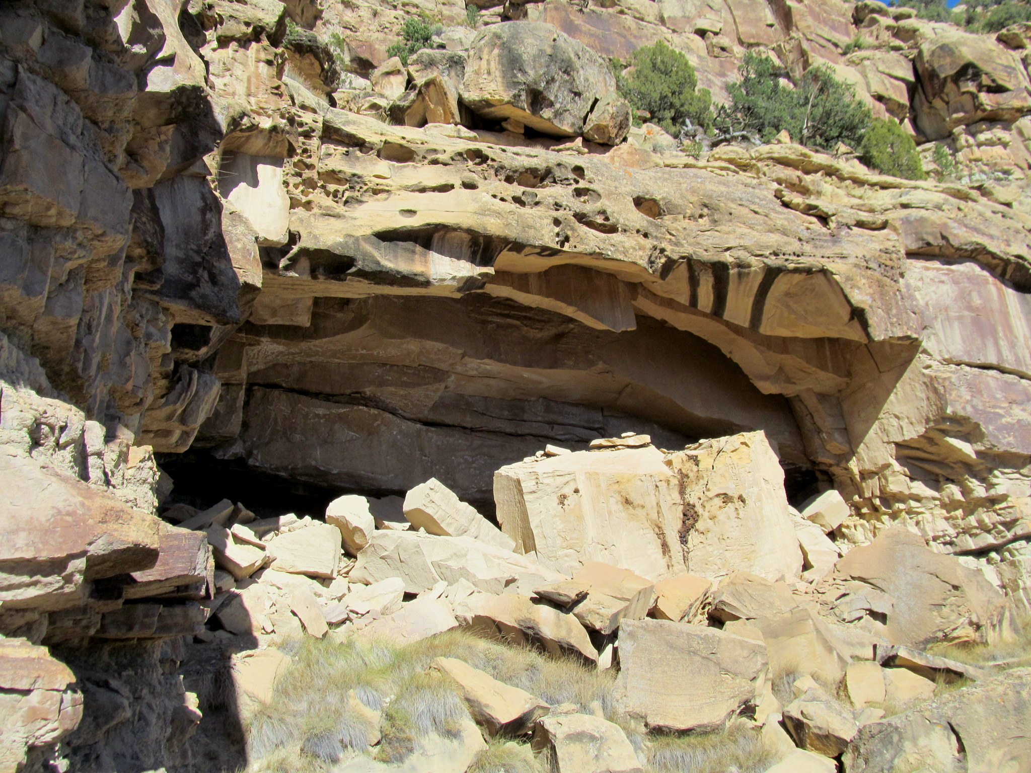 Photo: Cave with rockfall in front of the entrance