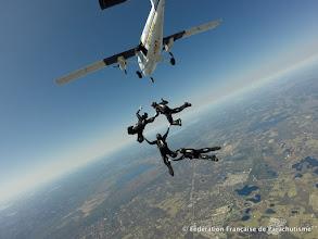 Photo: Sortie d'avion du VR4 Féminin, photo Remy Grancler