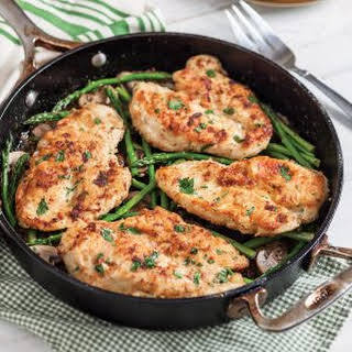Chicken Cutlets with Asparagus and Mushrooms.