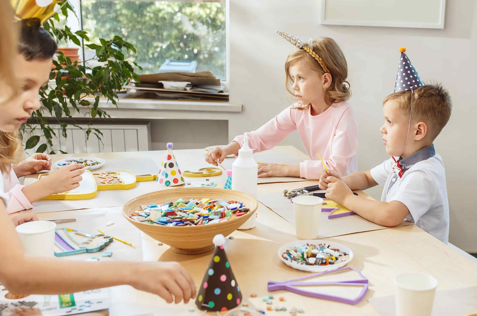 мастер-класс по мозаике для детей дети делают поделки из мозаики