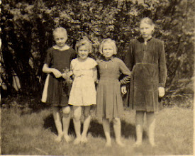 Photo: Iš dešinės į kairę:Grigalauskaitė Genutė, Stončiūtė Adelė, Gusčiūtė Adelė, Norvaišaitė Adolfina