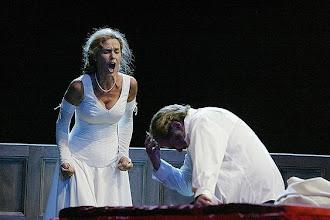"Photo: Marion Ammann als Elsa in ""LOHENGRIN"" (Lübeck 2006). Foto: Theater Lübeck"