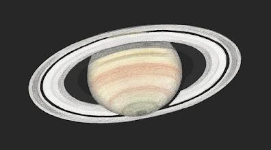Photo: Saturne vue au Restefond en août 2016, images parfaites. T406 à 470X en bino. Remarquer le globe visible au travers de la division de Cassini (en haut) et la teinte vert olive du pôle en bas.