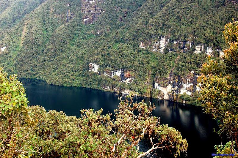 Photo: Hermosa vista de la Laguna de los Cóndores, un espejo de agua que nos transmite paz, perfecto lugar para visitar y olvidarse de los apuros de la vida