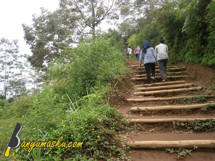 Jalan Menuju Bukit Tranggulasih