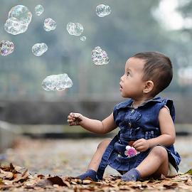 Ola bengong by Doeh Namaku - Babies & Children Children Candids