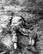 Photo: Quân đội Bắc Việt và Việt Cộng sát hại các chuyên gia y khoa người Đức trong cuộc tổng tấn công Tết Mậu Thân; Ba giáo sư, thành viên của hiệp hội văn hoá Tây Đức, những người dạy học ở trường đại học Y Khoa Huế và người vợ của một trong những giáo sư, bị quân Bắc Việt và Việt Cộng bắt cóc và giết hại trong cuộc tổng tấn công Tết Mậu Thân ở Huế vào tháng 2 năm 1968. Xác của họ cùng với nhiều xác của thường dân Việt Nam cũng bị những tên cộng sản sát hại, được tìm thấy vào ngày 5 tháng Tư ở một hố chôn tập thể gần Huế. Những người Đức bị sát hại là Giáo sư và bà Horst Krainick, Tiến Sĩ Alois Altekoester và Tiến Sĩ Raimund Discher.  Nguồn: Viện Nghiên Cứu Á Châu - Đại Học Texas  http://www.vietnam.ttu.edu/virtualarchive/items.php?item=va001548  NVA and VC Slay German Medical Personnel During Tet Offensive; Three professors, members of the West German Cultural Mission who taught at the Hue Faculty of Medicine, and the wife of one of the professors, were abducted and murdered by the North Vietnamese and Viet Cong during their attack on Hue during the Tet Offensive (Feb. 1968). Their bodies, along with those of scores of Vietnamese civilians, who also were slain by the Communist attackers, were found April 5 in mass graves near Hue. The slain Germans were Professor and Mrs. Horst Krainick, Dr. Alois Altekoester, and Dr. Raimund Discher.
