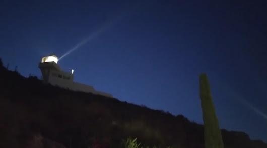 El Faro de Mojácar emite con éxito sus primeras señales lumínicas