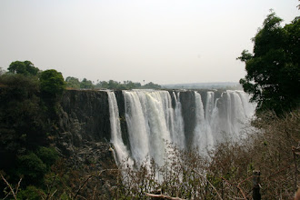 Photo: The amount of water was quite low at the end of dry season - on the other hand you could see the structure of the falls better than at the end of wet season