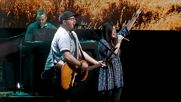 Jenna and Chris McClarney leading worship, church, worship, worship team, church presentation software, MediaShout