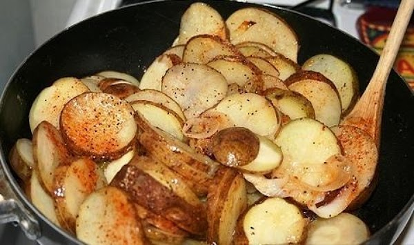 Now sprinkle with salt, pepper and garlic powder. Continue to cook for about 5...